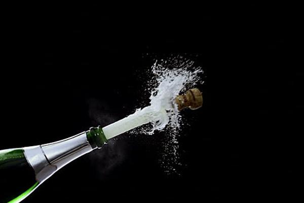 Những điều có thể bạn chưa biết về cách mở rượu vang nổ