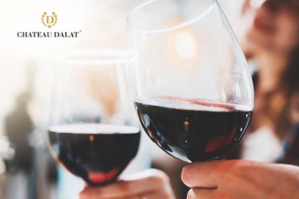 Rượu Vang – Bí Quyết Khiến Đàn Ông Trở Nên Tinh Tế Và Quyến Rũ Hơn
