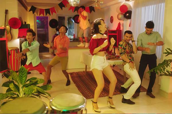 Loạt clip dạy bạn tiệc tùng tại gia vui hơn lên bar