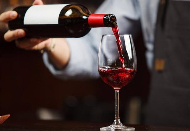 テト中に偽ワインや模造ワインを購入するリスクについての警告